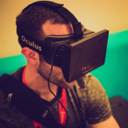 Man-wearing-Oculus